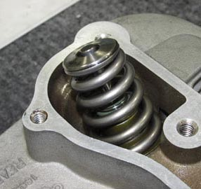 High tech valve spring in XL Sportster cylinder head prepared by HAMMER PERFORMANCE